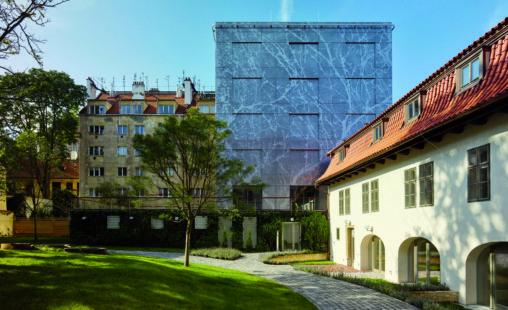 Geperforeerde stalen gevelbekleding met patroon voor het Old Town Court in Praag