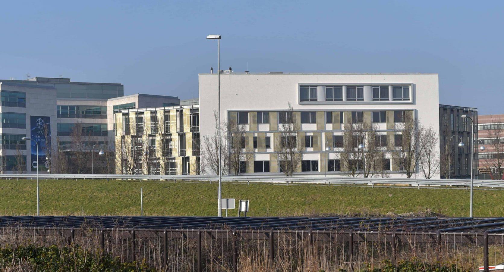 Vooraanzicht Kantoorgebouw Capellalaan Hoofddorp met gevelbekleding van MD Designperforatie