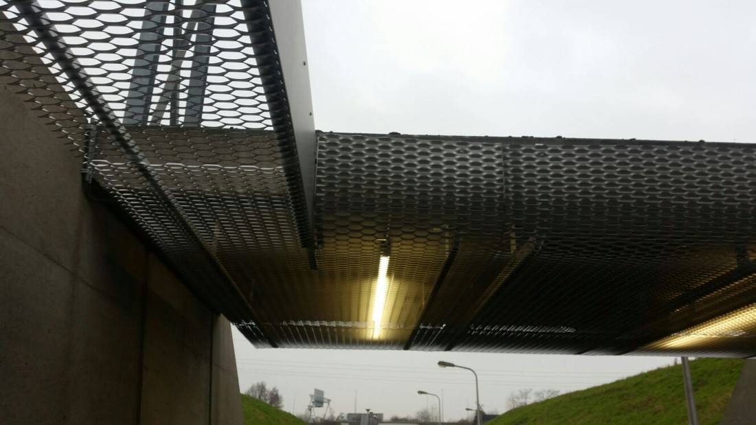 Plafond toepassing met MD Strekmetaal bij Chemelot in Geleen België