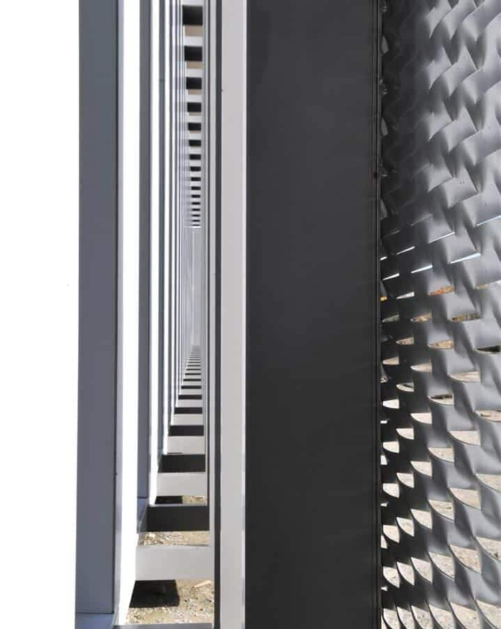 Detail van de MD strekmetaal gevel van het Kantoorgebouw Denys te Wondelgem in België