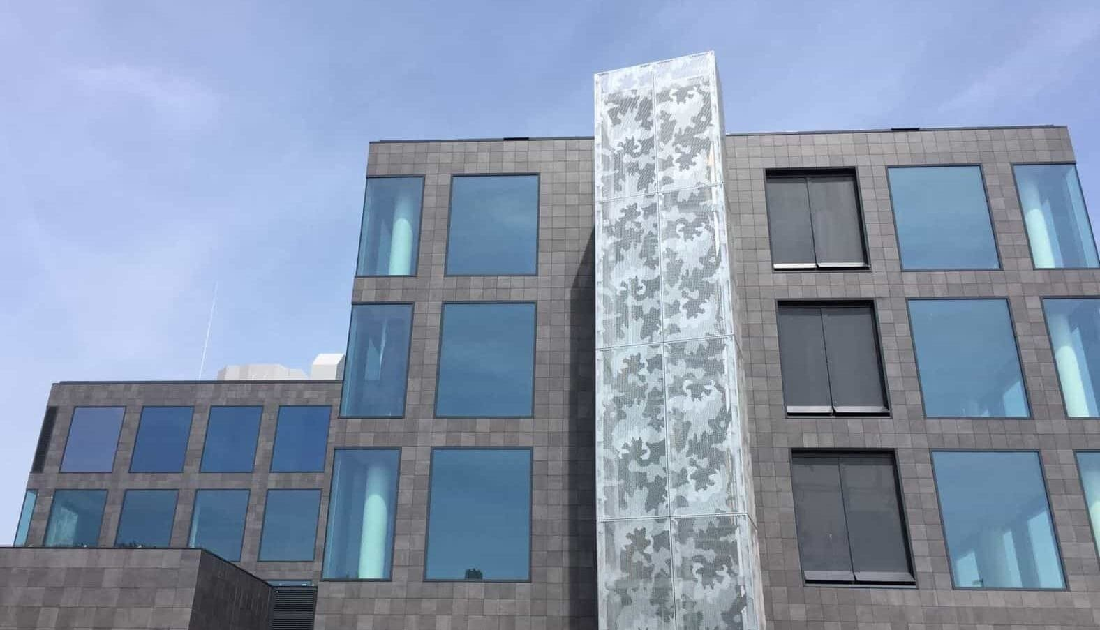 Trappenhuis voorzien van MD Designperforatie gevelbekleding aan de Paasheuvelweg in Amsterdam