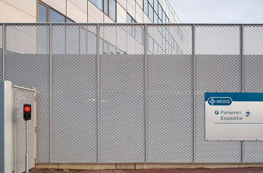 Strekmetalen aluminium gevelpanelen bij Het Facet in Utrecht