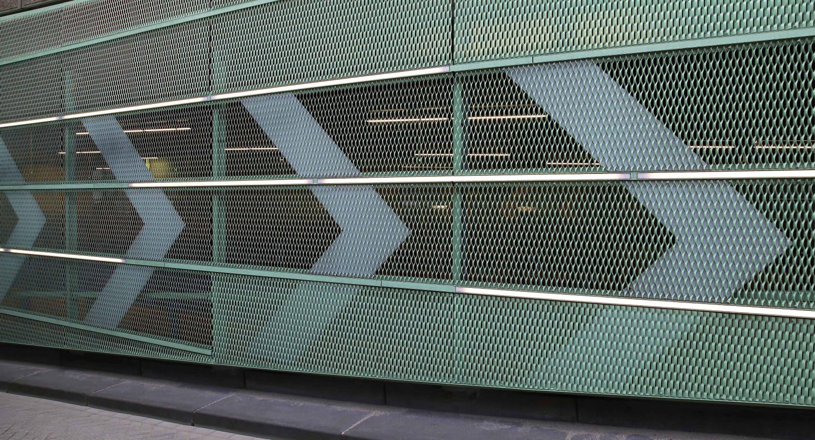Fietsenstalling Station in Den Haag voorzien van MD strekmetaal gevelbekleding