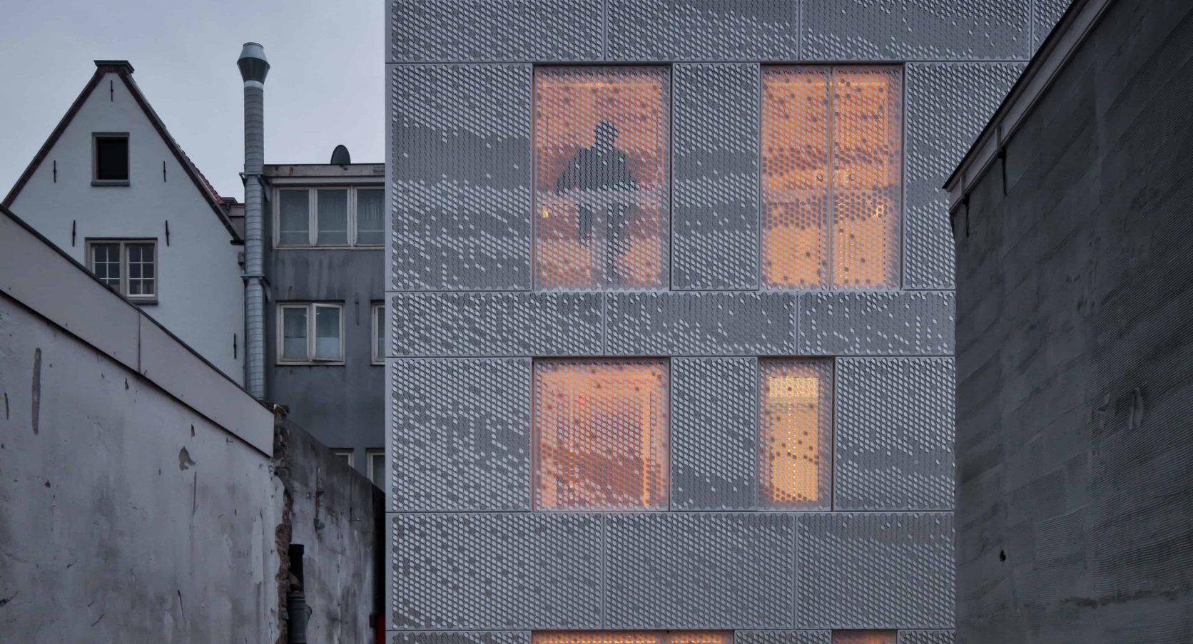 MD Formatura gevel van de atelierwoning Tussen de Lakens in Amsterdam
