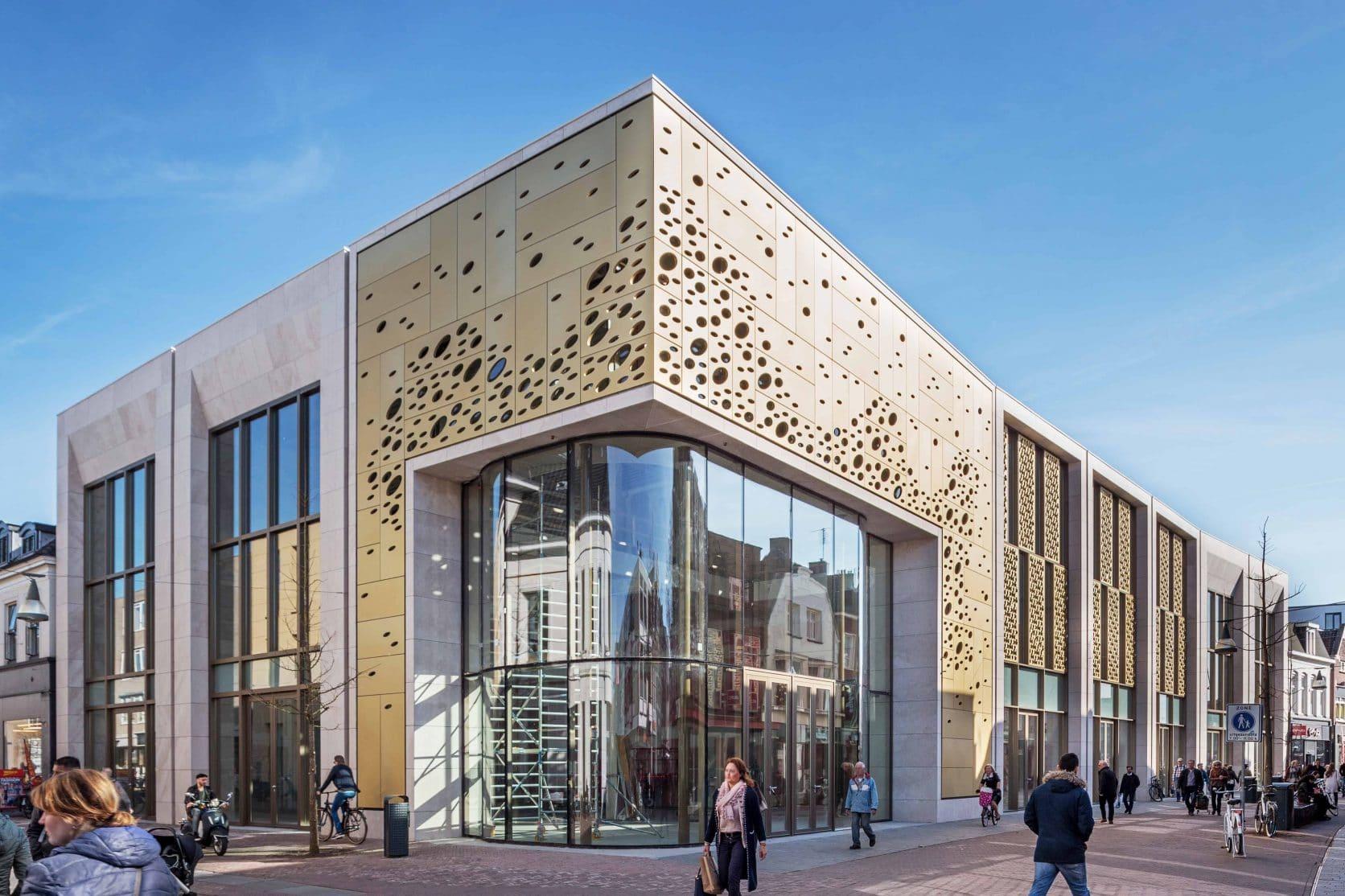 Winkelcomplex Kalanderstraat Enschede, vooraanzicht voorzien van MD Formatura en Designperforatie