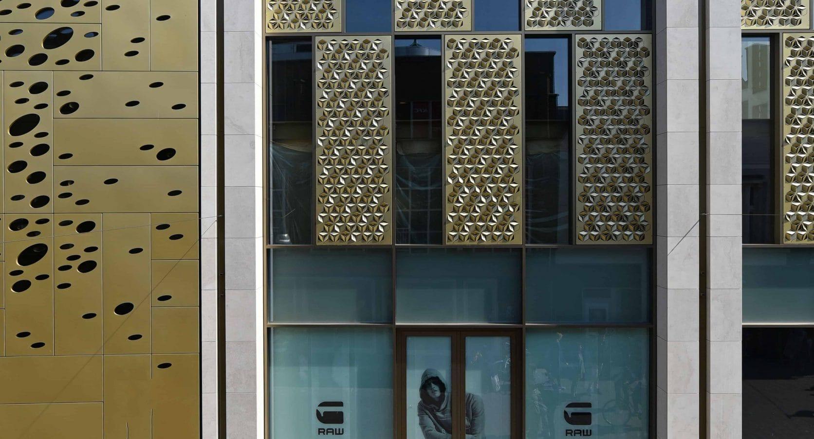 Panelen van MD Formatura en Designperforatie voor Winkelcomplex Kalanderstraat in Enschede