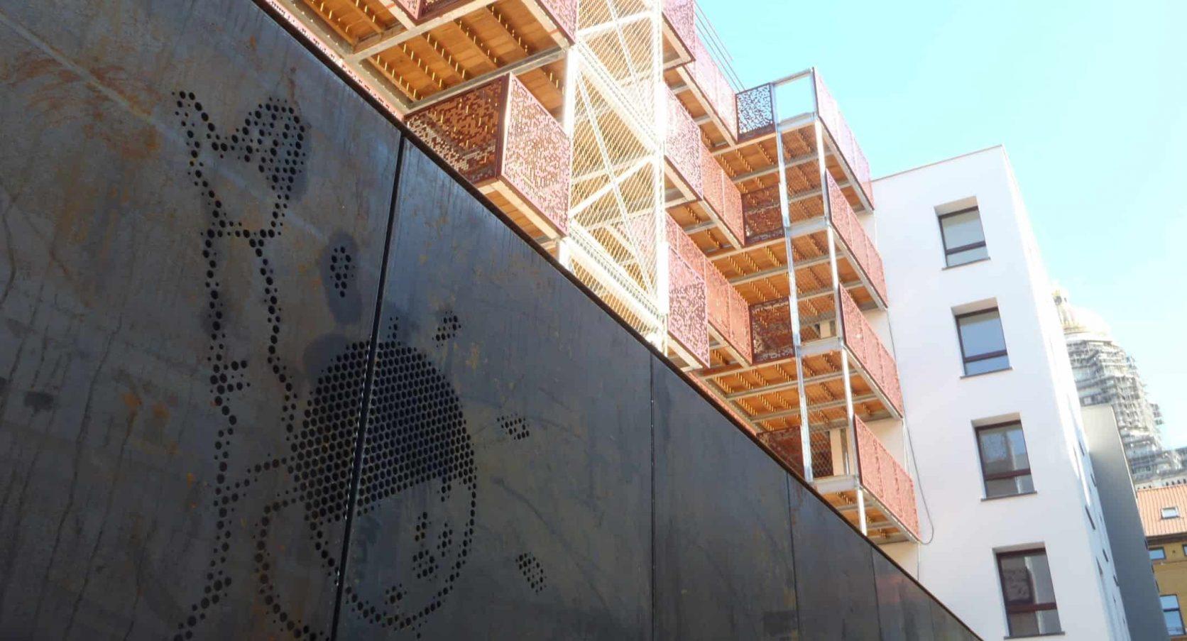 Gevelbekleding van MD Designperforatie cortenstaal panelen in de Kapucijnenstraat te Brussel in België