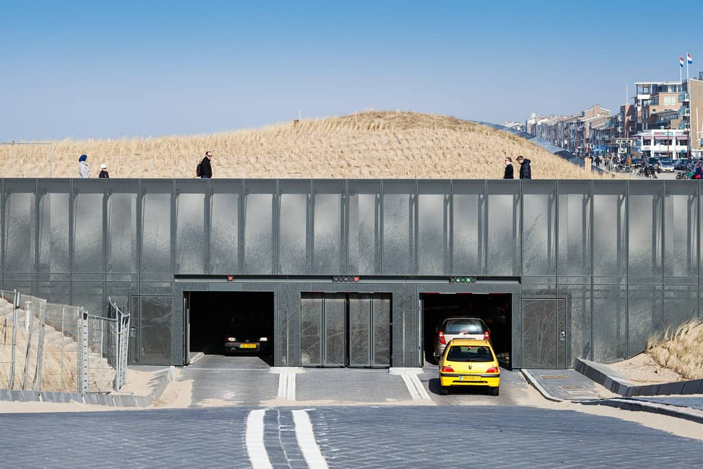 In- en uitrit parkeergarage in Katwijk voorzien van MD Designperforatie met geperforeerd staal