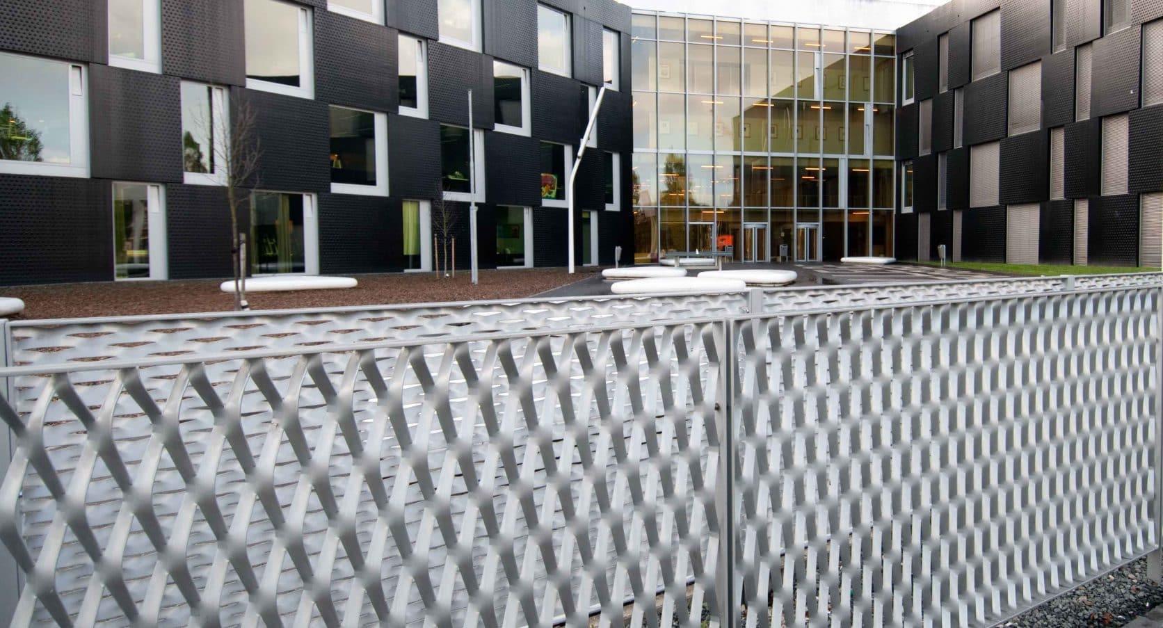 MD Strekmetaal erfafscheiding bij de Ingang van de Sportcampus Leidsche Rijn in Utrecht