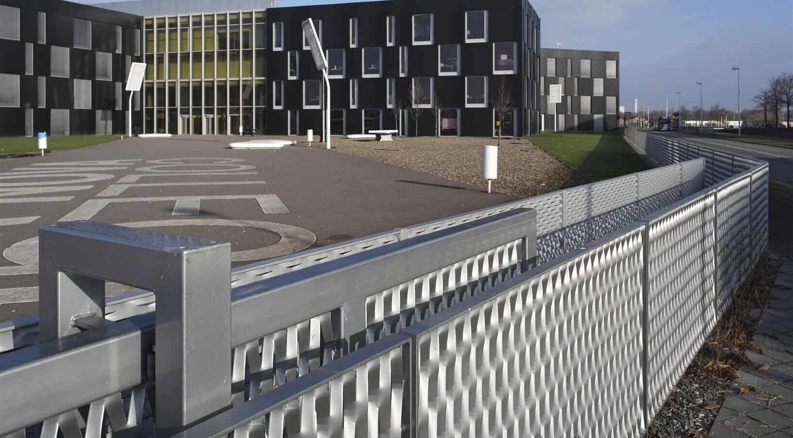 Detail van de schuifpoort van MD Strekmetaal bij de Sportcampus Leidsche Rijn in Utrecht