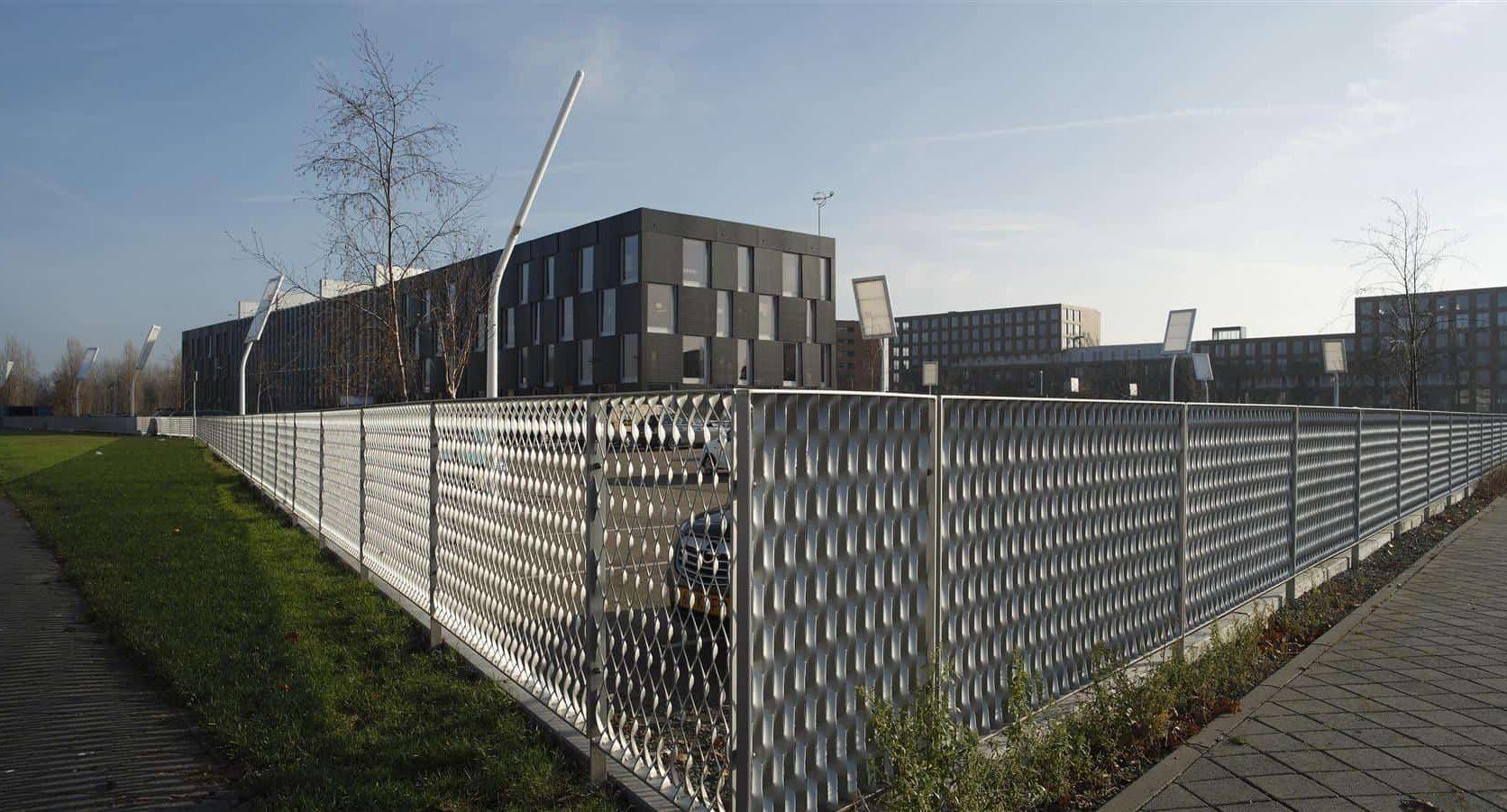 Overzichtsfoto van de MD Strekmetaal erfafscheiding bij Sportcampus Leidsche Rijn in Utrecht