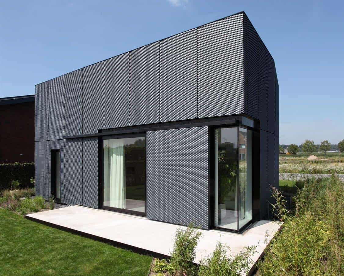 Zijkant van de MD Strekmetaal aluminium gevelbekleding met poedercoating bij de Villa VT in Arnhem