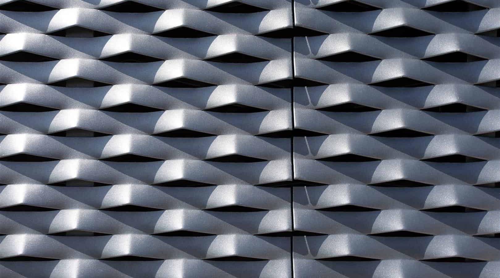 Detail van gepoedercoate aluminium gevelpanelen van MD Strekmetaal van de Villa VT in Arnhem