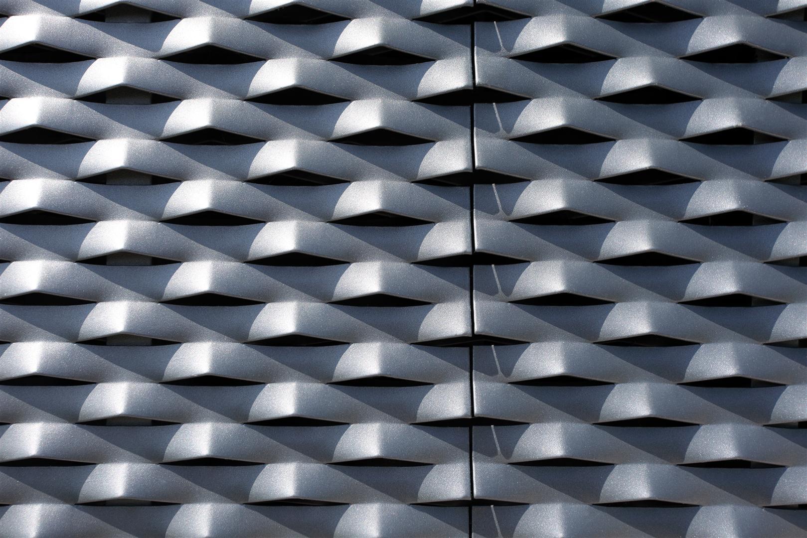Voorbeeld MD Strekmetaal van aluminium als gevelbekleding en met een poedercoating als oppervlakte behandeling