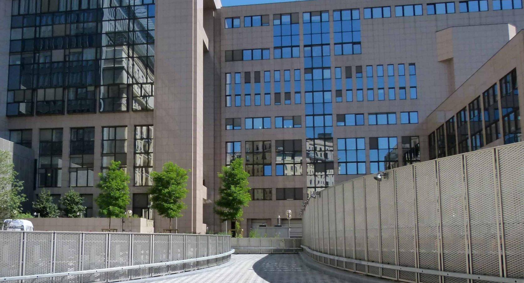 Terreinafscheiding met MD Strekmetaal en staalconstructie op het Residence Palace in Brussel te België