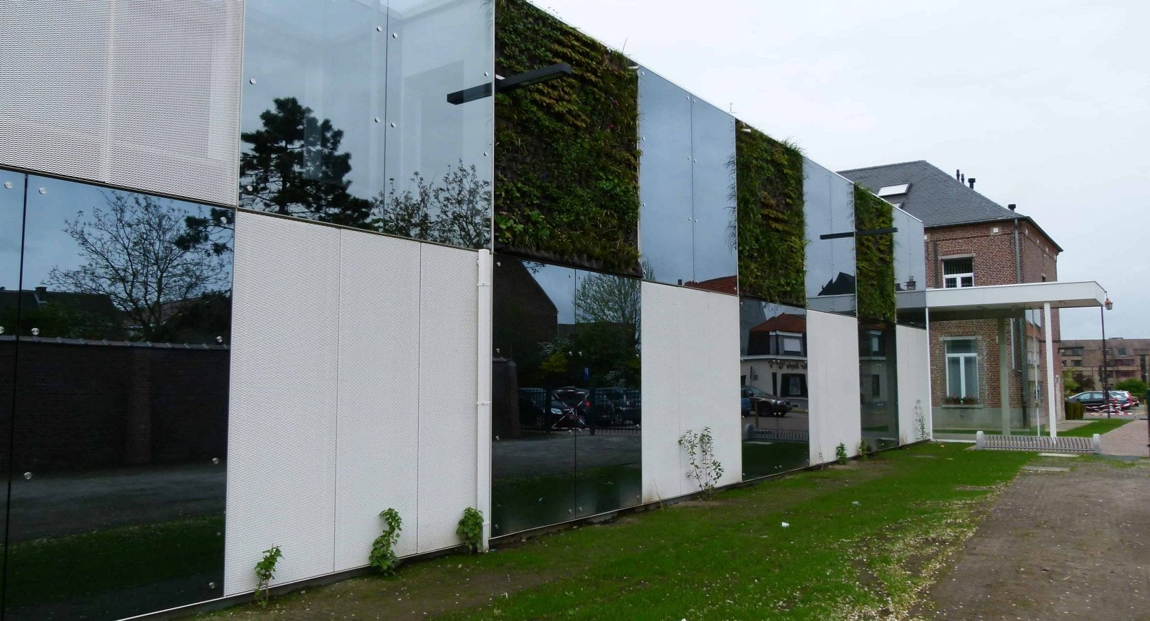 MD Strekmetaal en Flack gevelpanelen van het Sociaal Huis in Ternat België