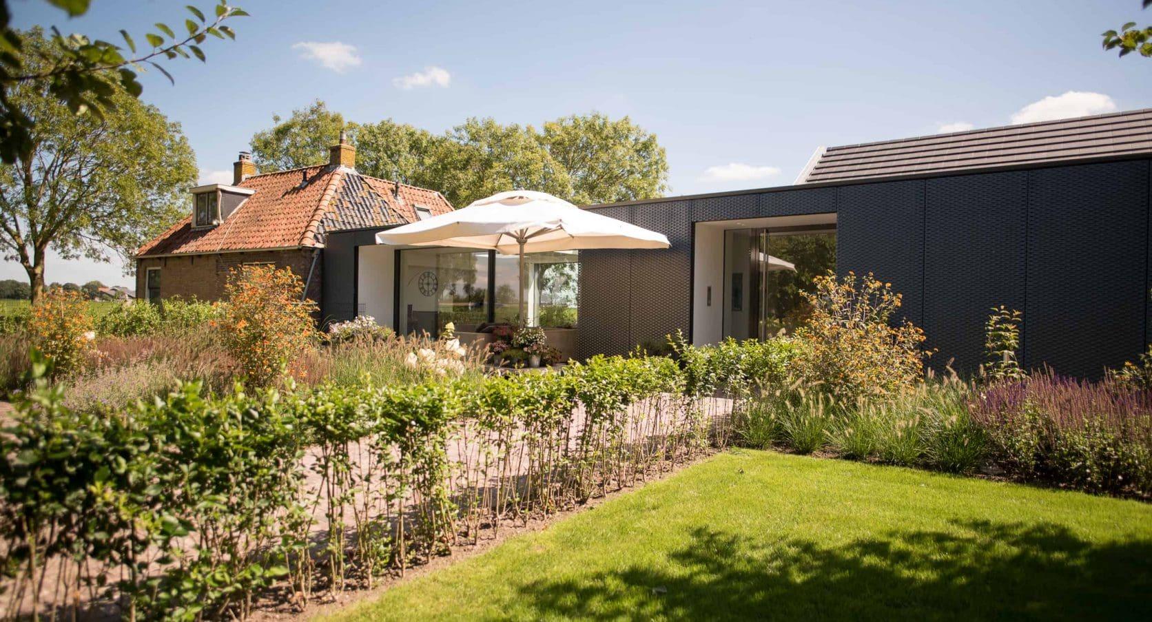 Een villa in Hindeloopen is voorzien van een MD Strekmetalen gevel