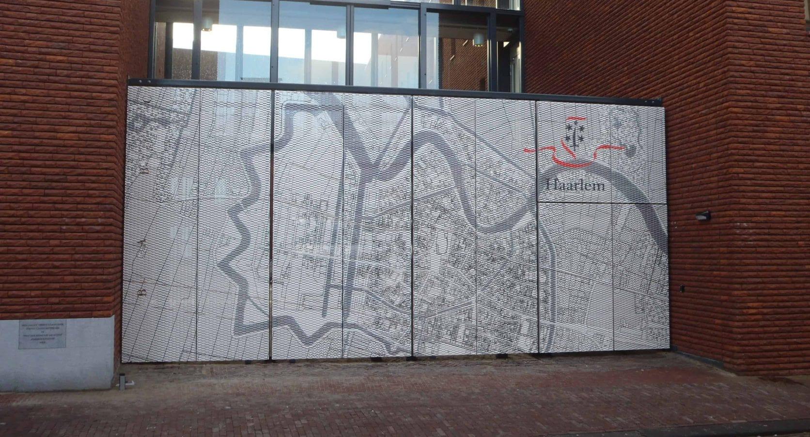 MD Strekmetaal met fotoprint als toegangsbeveiliging bij Stadskantoor Zijlpoort in Haarlem
