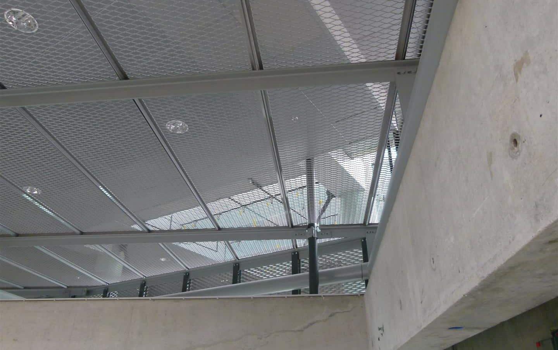 Plafond van MD Strekmetaal panelen bij het NAI in Rotterdam