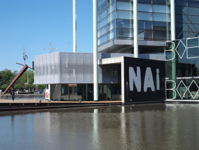 Zijaanzicht van de MD Strekmetaal gevelbekleding bij het NAI in Rotterdam