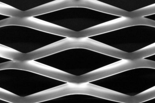 Voorbeeld MD Strekmetaal van aluminium gevelbekleding type MD Coliseum.
