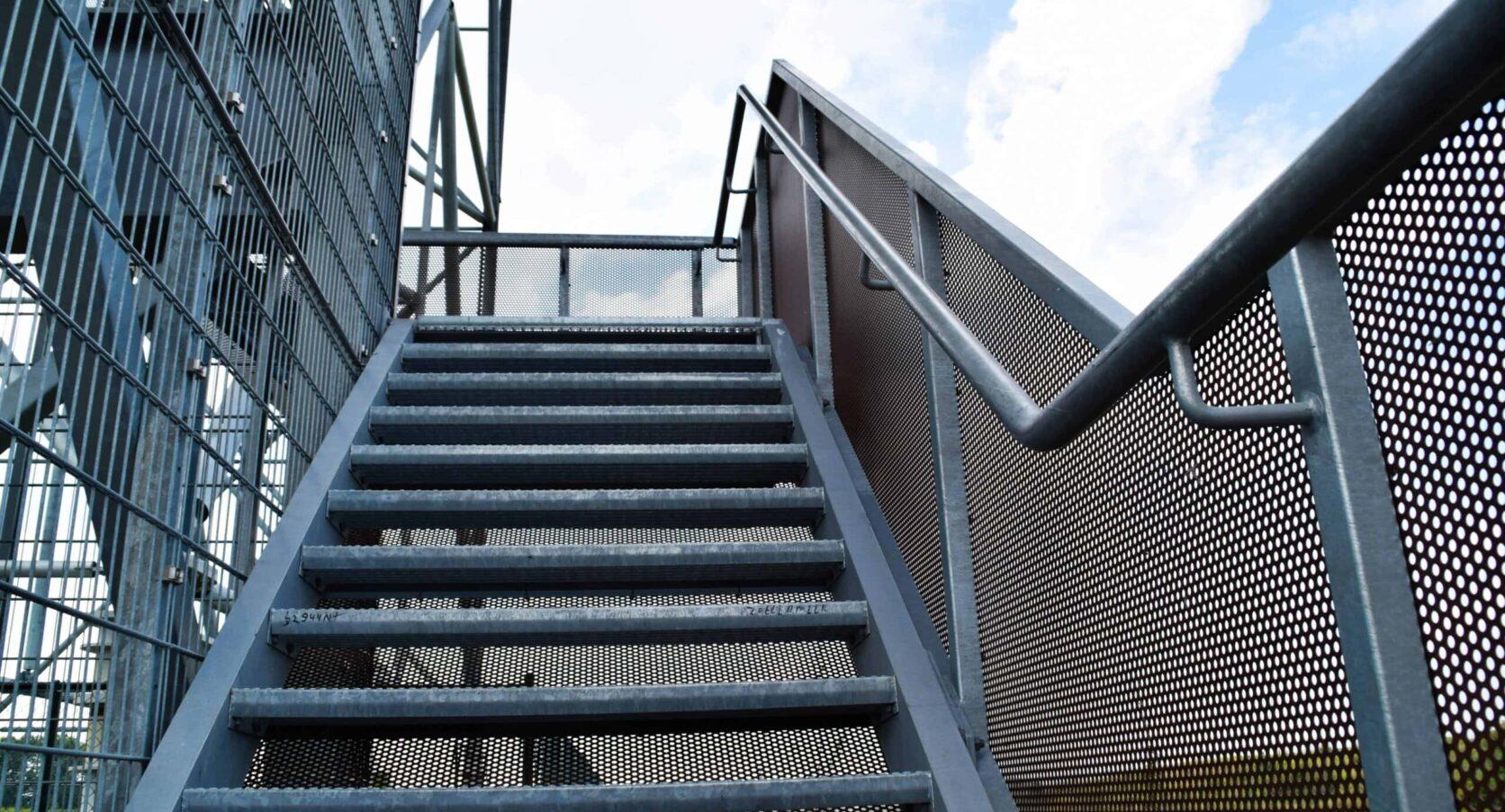 Trap bekleed met MD Designperforatie bij SnowWorld in Zoetermeer