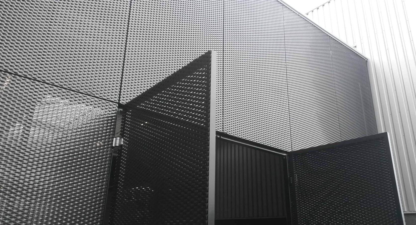 Groothuisbouw in Emmeloord voorzien van MD Strekmetaal panelen met MD Resto bevestiging