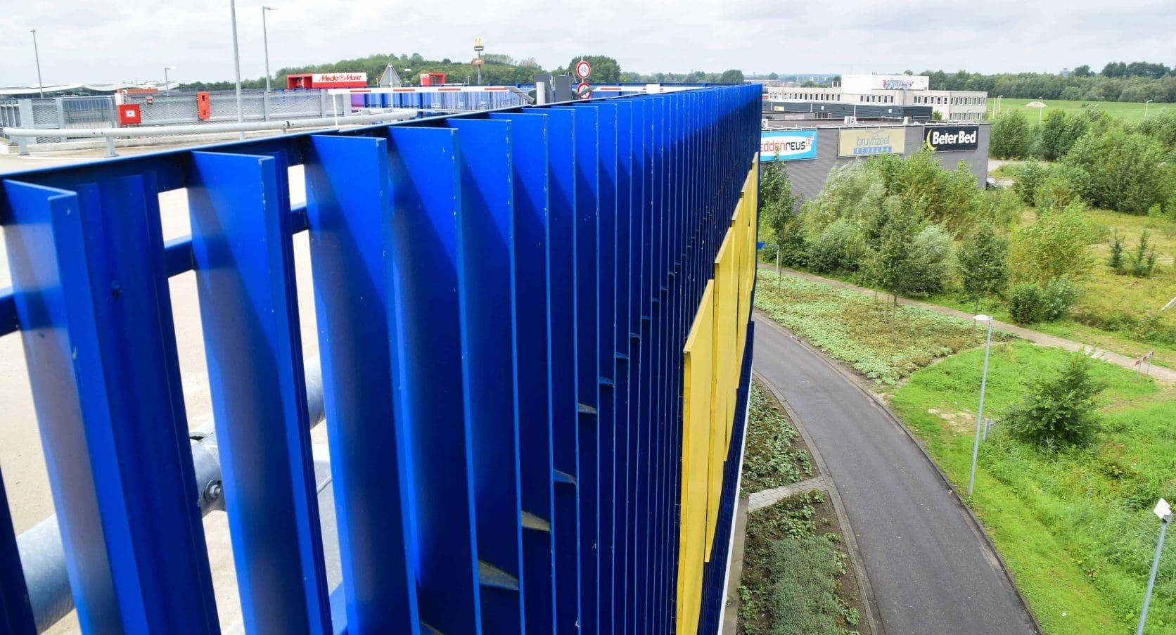 Bovenaanzicht van de MD Strekmetaal Lamelgevel van de Ikea in Duiven
