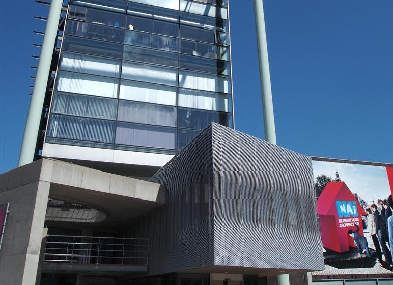 Close-up van de MD Strekmetaal gevel van het Nederlands Architectuurinstituut in Rotterdam