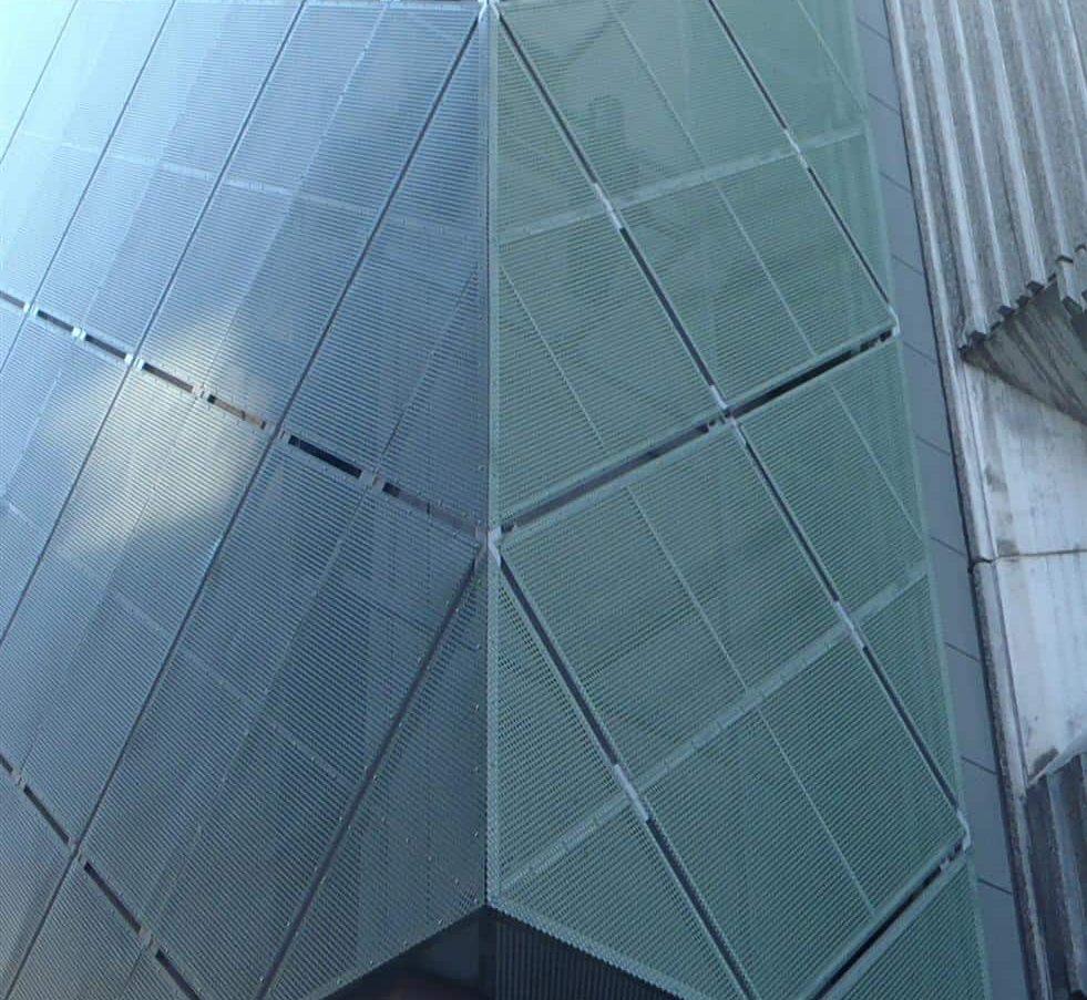 Cultuurcentrum De Werf in Aalst te België uitgerust met een MD Designperforatie gevel in de kleur groen