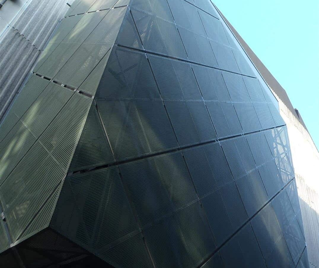 Detail van de MD Designperforatie gevelbekleding bij het Cultuurcentrum De Werf te Aalst in België