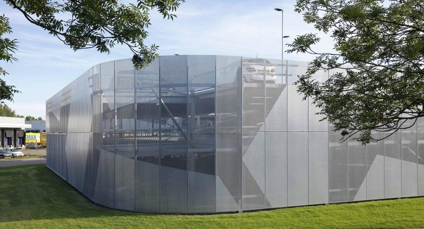 Parkeergarage Zeeman in Alphen a/d Rijn voorzien van gevelbekleding met MD Designperforatie