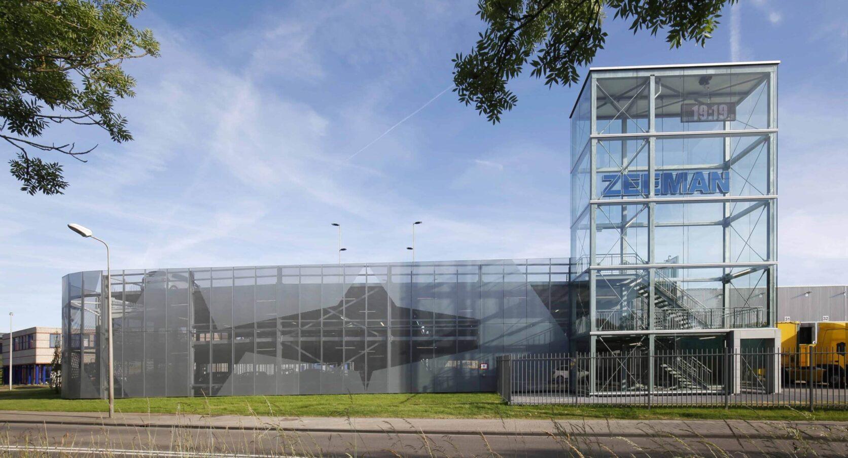 Parkeergarage Zeeman Alphen a/d Rijn voorzien van gevels met MD Designperforatie