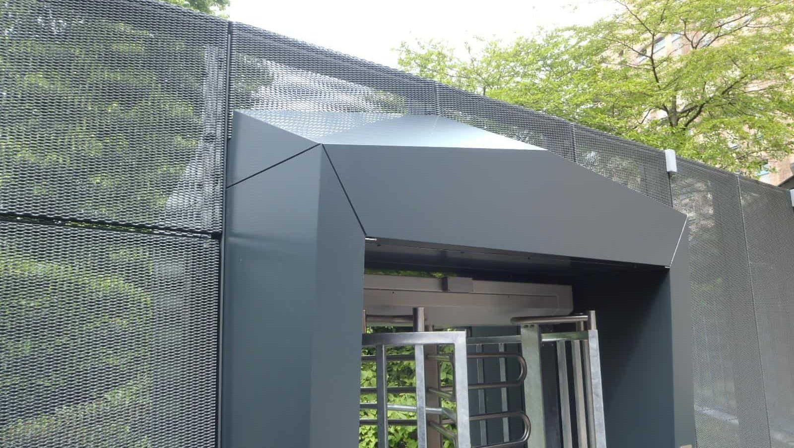Erfafscheiding met panelen van MD Strekmetaal bij de ING Amsterdamse Poort in Amsterdam
