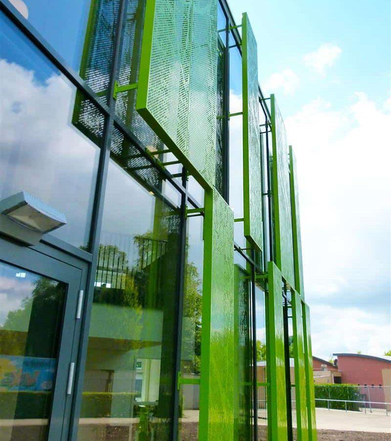 Pallas Athene College in Ede voorzien van MD Designperforatie gevelpanelen voor zonwering