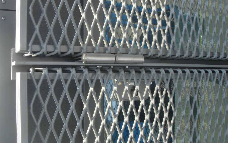 Detail van de MD Strekmetaal zonwering bij Gemeentehuis Lansingerland