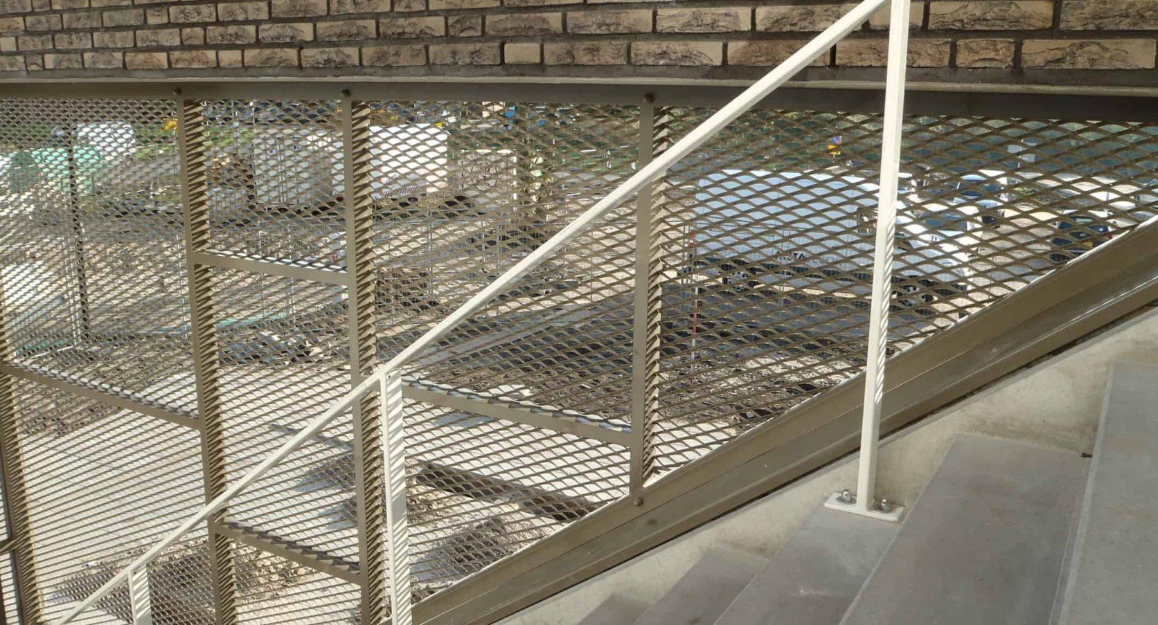 Detail van de inbraakwerende poort van MD Strekmetaal bij de PWA school in Tiel