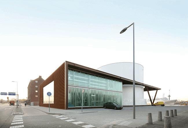 Zijkant van de Warmtehub in Rotterdam met een gevel van corten beplating van MD Shapes