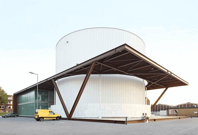 Achterkant van de Warmtehub in Rotterdam met een gevel van corten beplating van MD Shapes