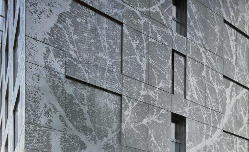 MD Designperforatie gevelbekleding met een image patroon bij het Old Town Court project in Praag