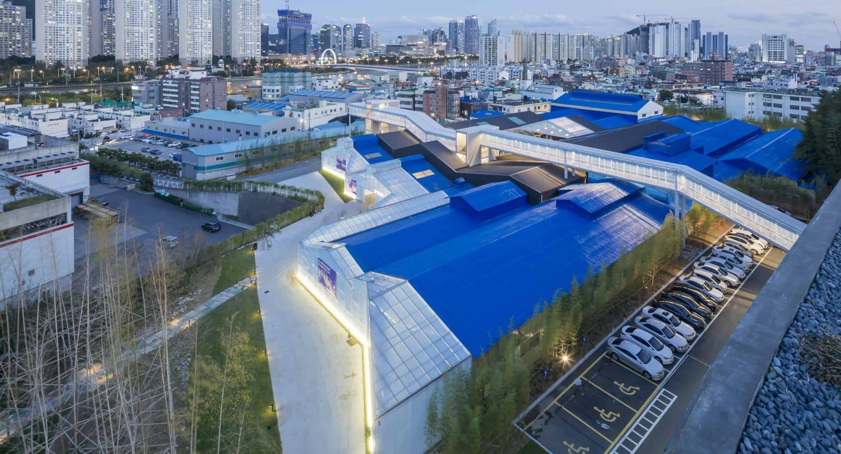 Bovenaanzicht Busan Zuid-Korea met MD Strekmetaal gevelbekleding