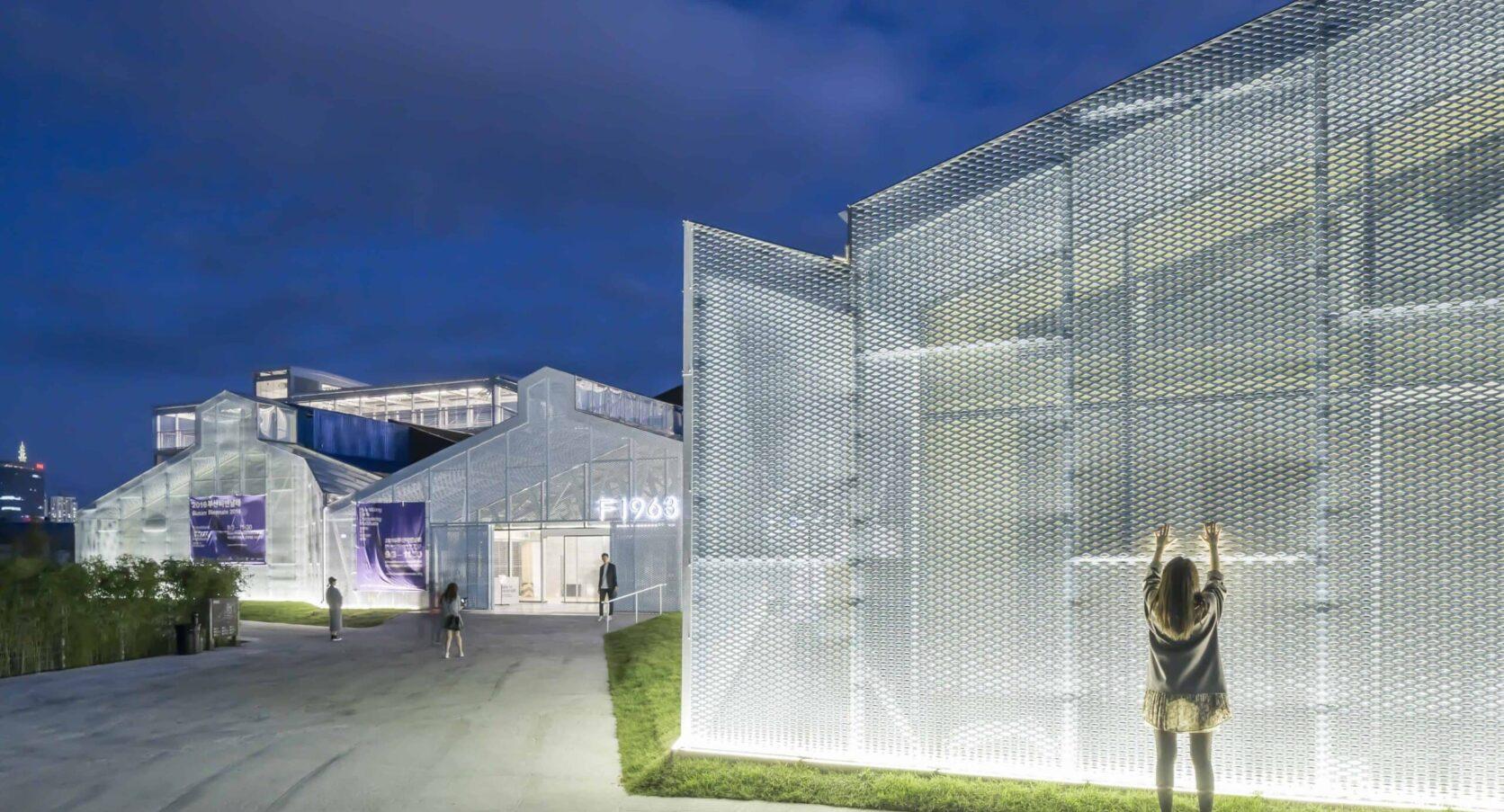 Busan Zuid-Korea voorzien van MD Strekmetaal gevel met open structuur