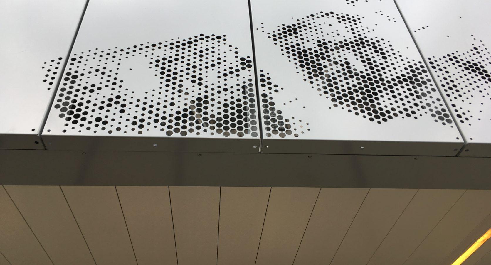 Detail panelen en bevestiging Designperforatie Kantoorgebouw Prins Alexanderplein te Rotterdam