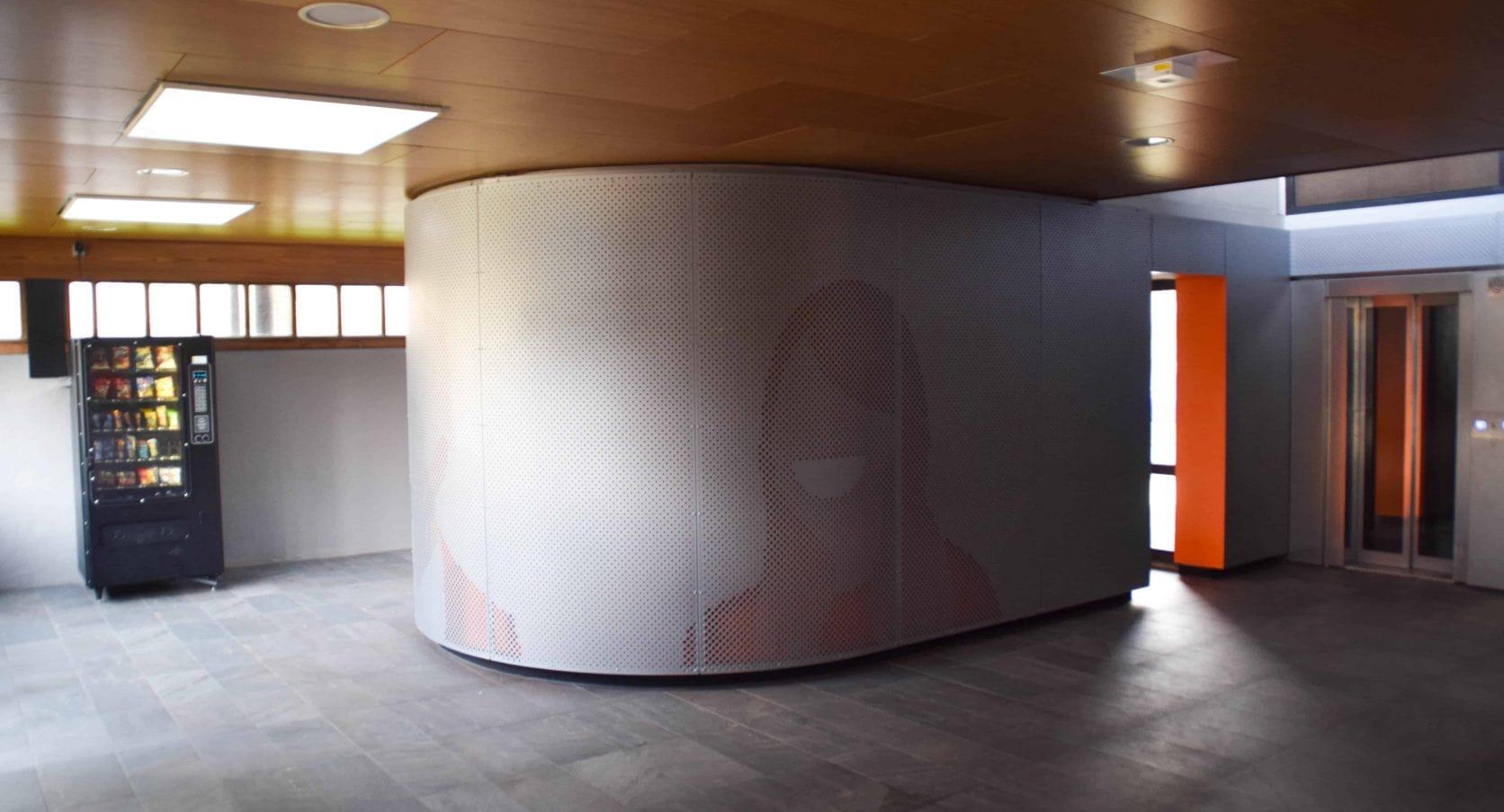 Woontorens Tuindorp West in Utrecht uitgerust met interieurbekleding van geperforeerd staal met patronen