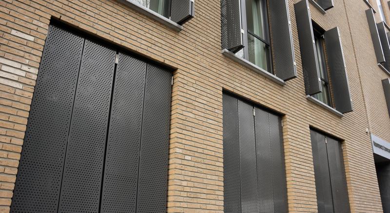 Geperforeerd staal voor de gevel van het appartementencomplex aan de Wilhelminasingel in Maastricht