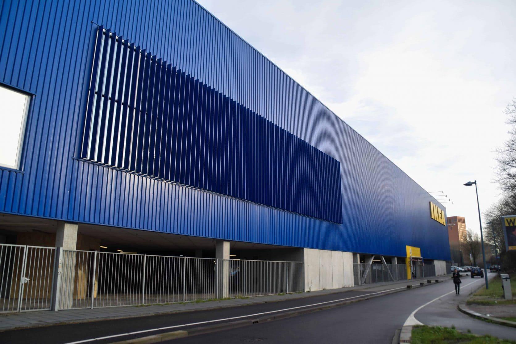 Zijaanzicht van de MD Lamel gevelbekleding van de Ikea in Utrecht