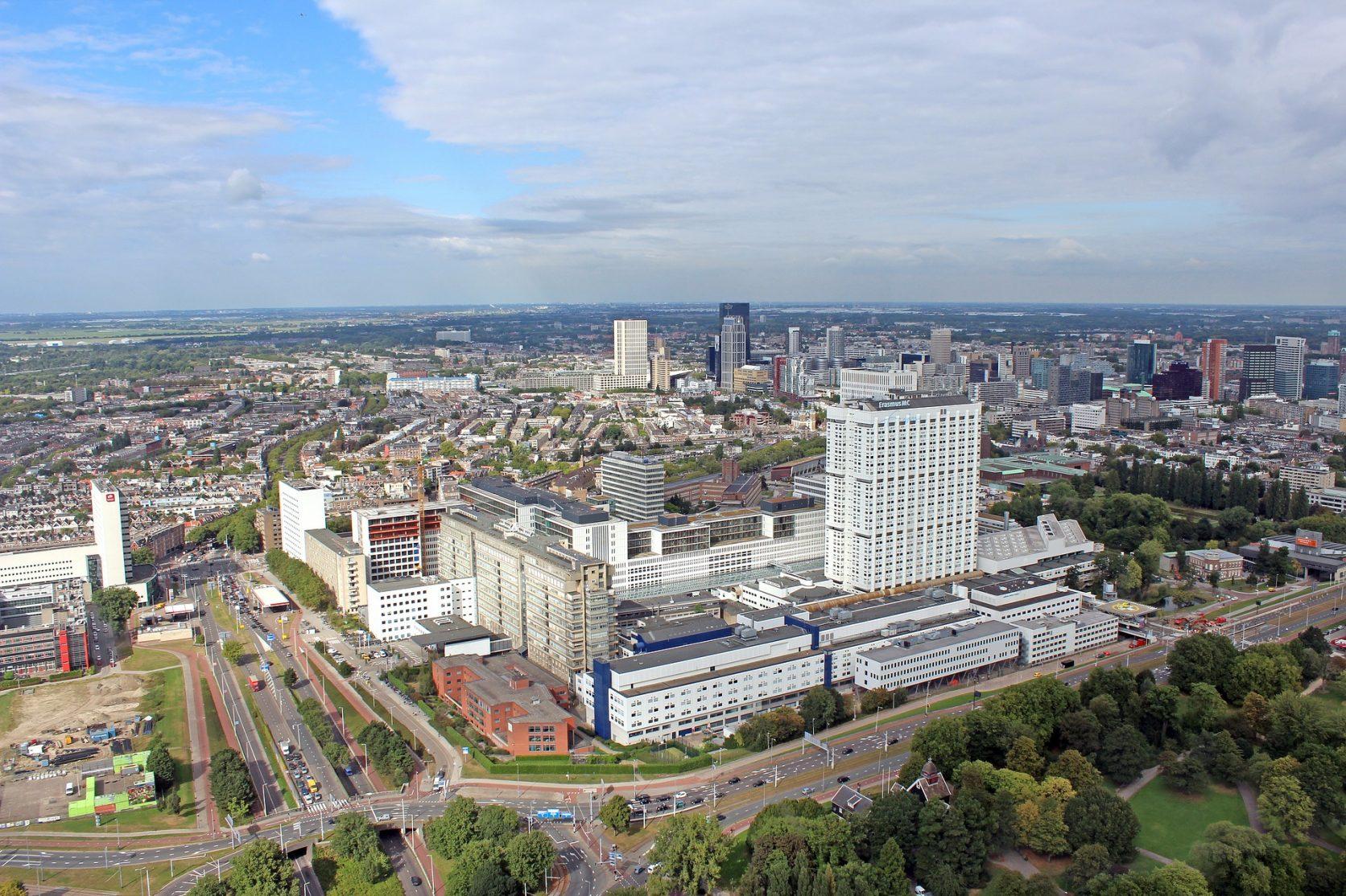 Erasmus MC Rotterdam overzichtsfoto voorzien van verbindingsbrug