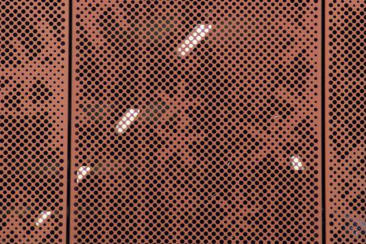 MD Designperforatie gevelpanelen met op elke paneel dezelfde afbeelding