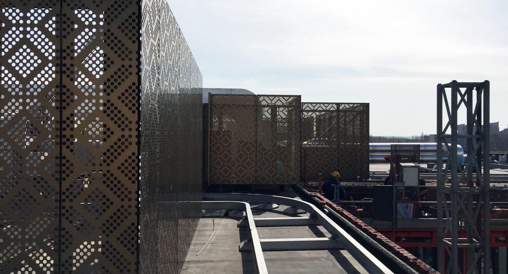 Dakopbouw van geanodiseerd aluminium voor The City Garden in Amstelveen