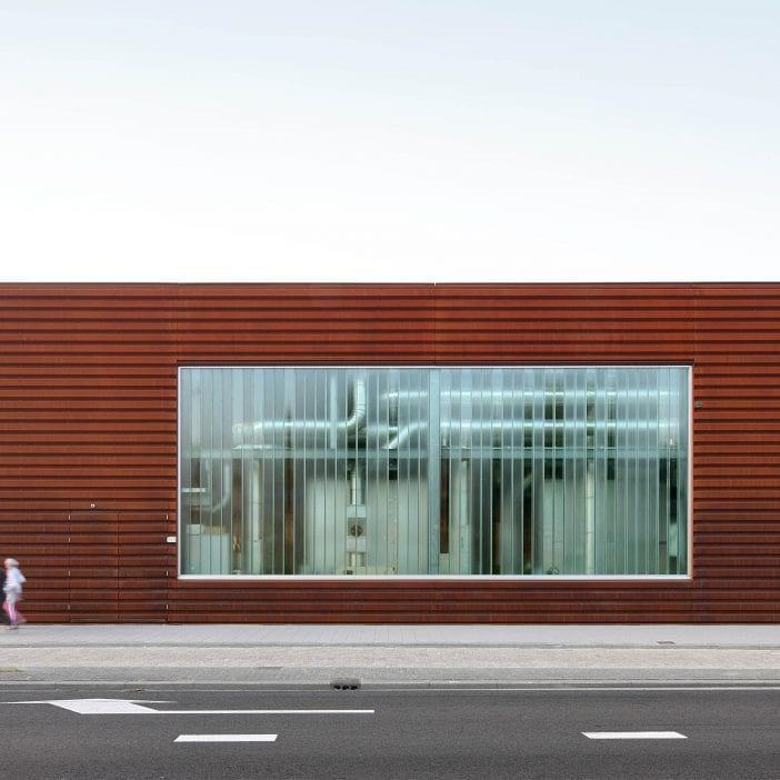 Voorkant van de Warmtehub in Rotterdam dat is uitgerust met een MD Shapes gevelbekleding